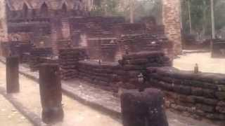 preview picture of video 'Wat Kamphaeng Phet Historical Park Thailand Video Review.15'