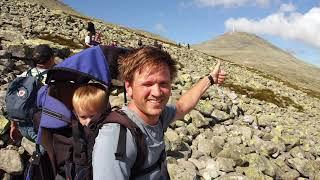 Koko perheenä Norjan kauneimmalle vuorelle (Gaustatoppen 1883 mpy.)