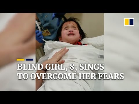 Blind girl sings to overcome her fears in the hospital