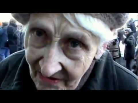 Бабця розровіла, як Путін росіянам вигрібає мізки (ВІДЕО)