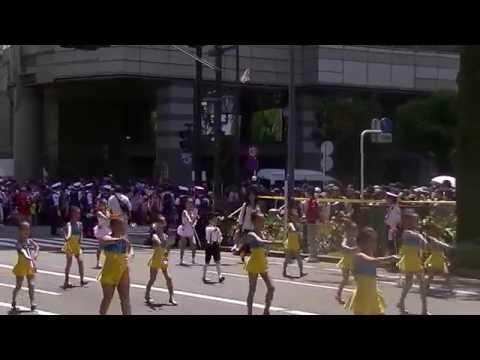 ヨコハマ チキージャス/日枝小学校金管バンドBright Cherry (第62回ザよこはまパレード:キッズパレード)