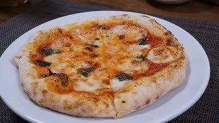 ピザ作りガスオーブンで焼くピッツァ・マルゲリータ/homemadePizzaMargherita