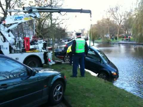 Police Recovers Fallen Car From Water