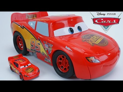 DISNEY PIXAR CARS PISTON CUP TRANSFORMING LIGHTNING MCQUEEN TRANSFORMER RACE TRACK