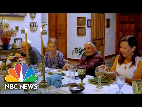 Jewish Americans Turn To Virtual Seders To Connect With Loved Ones | NBC News NOW