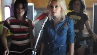 Cherry Bomb - Kristen Stewart and Dakota Fanning (singing)