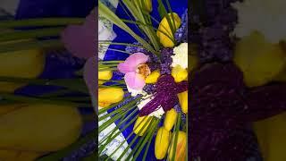 БУКЕТ С МУСКАРИКАМИ И ТЮЛЬПАНАМИ | Закажите доставку цветов | Лидер доставки цветов