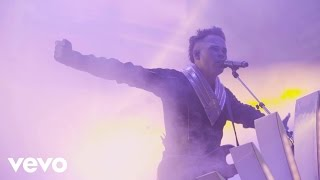 Empire Of The Sun   Walking On A Dream (On Tour)