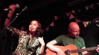 Echobelly (acoustic) - Great Things (Surya, London, 12/06/2013)