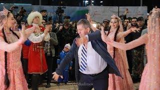 Танец Лезгинка в исполнении Абдулманапа Нурмагомедова Habib meeting at the Airport