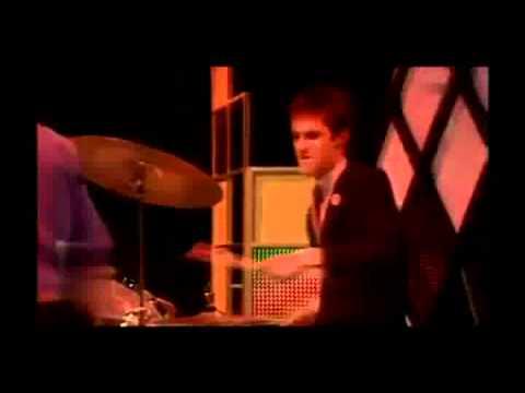 , title : 'Elvis Costello - Pump it up (TV) (w/lyrics)'