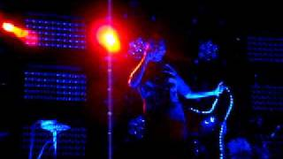 Subsonica Dentro i miei vuoti 1 (live Parma).MPG