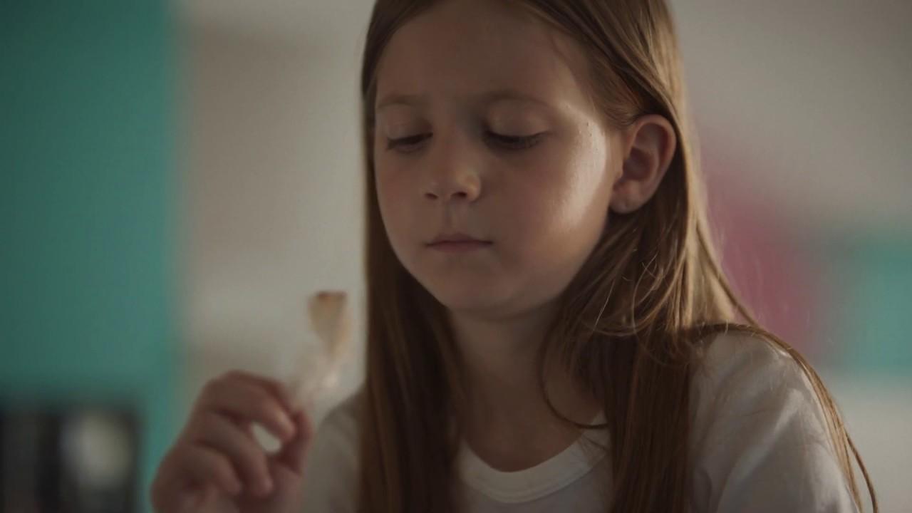 Plus – Meisje met kip (september 2019)