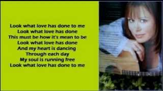 Suzy Bogguss - Look What Love Has Done To Me ( + lyrics 1999)