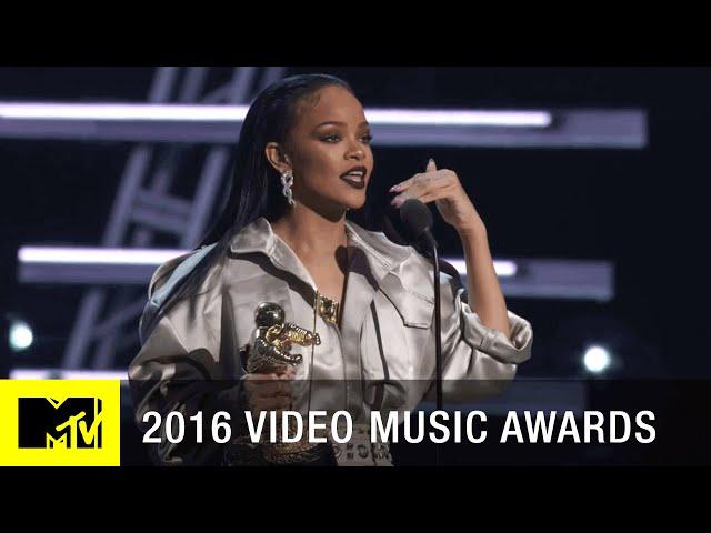Rihanna-accepts-michael-jackson-vanguard