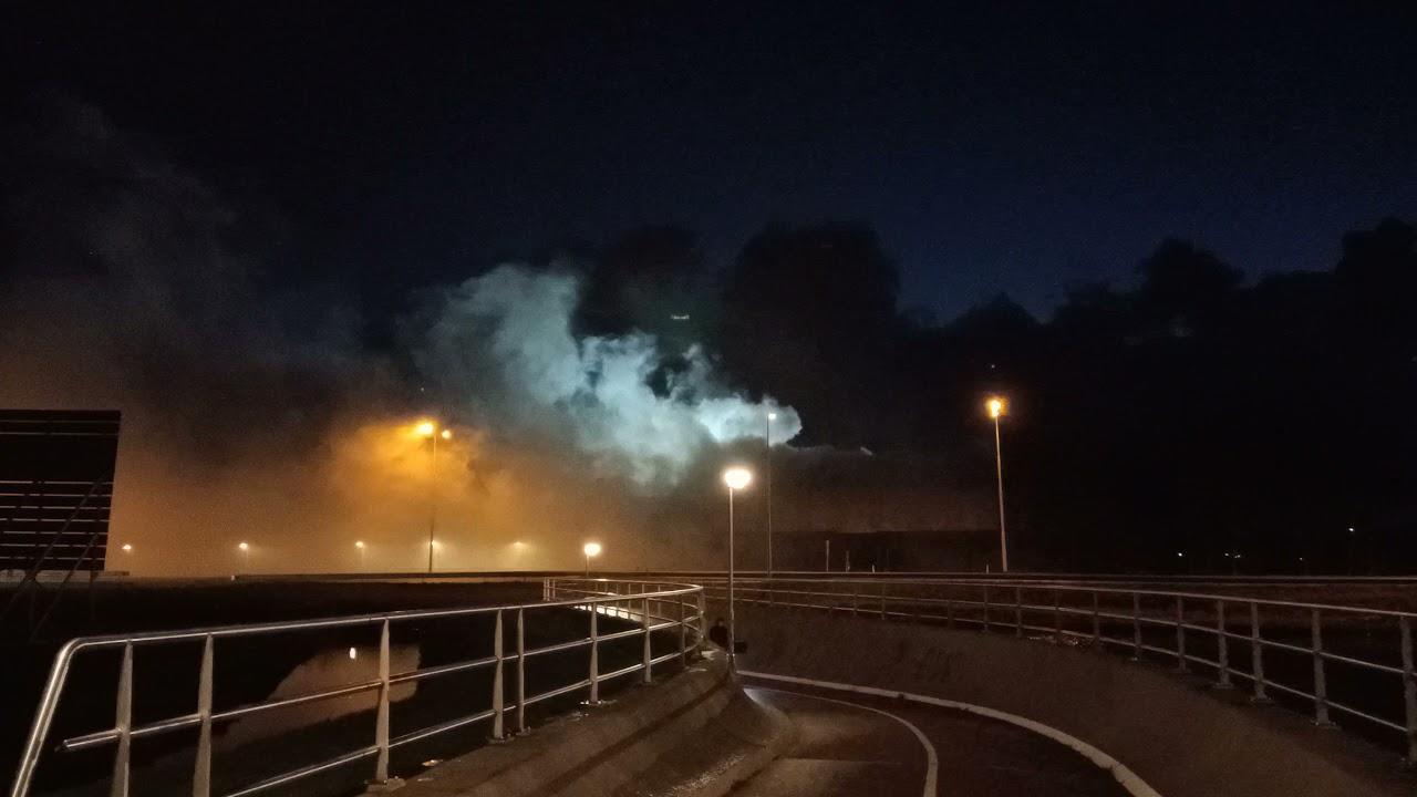Grote brand in afvalverwerkingsbedrijf in Heerhugowaard- Brandweer met spoed onderweg