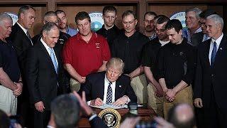 """Трамп подписал """"исторический"""" указ, идущий вразрез с Парижским соглашением"""