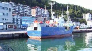 preview picture of video 'Bay of Biscay ONDARROA Puerto y flota pesquera Port and fishing boats'