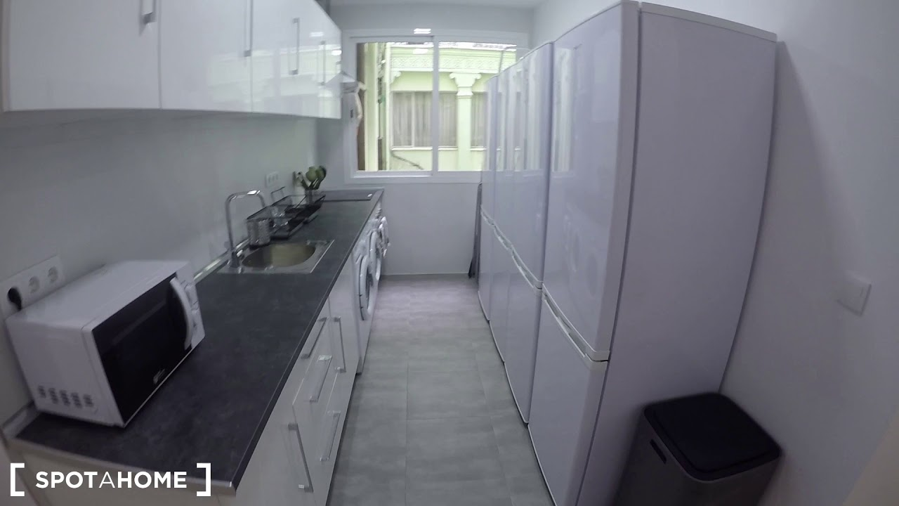 Double Bed in 12 incredible rooms for rent in flatshare with balcony in Puerta del Sol, Madrid Centro