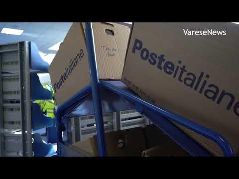 Dentro il centro di distribuzione postale di Cazzago Brabbia