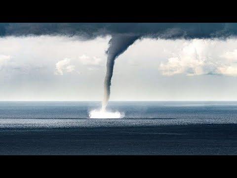 TORNADO EN ZARAUTZ ESPECTACULAR Tornado de agua
