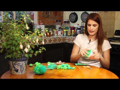 Peluche de tortuga hecho con pompones de estambre