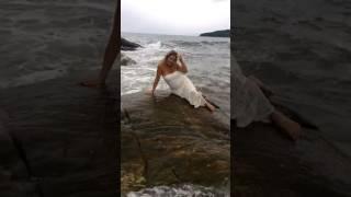Сексуальная девушка на берегу / Sexy girl on the bank
