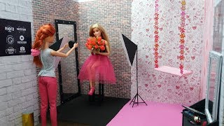 How to make Barbie photo studio.Dolls craft video.