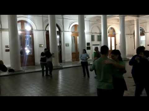 Así se aprende a bailar tango en el Rectorado