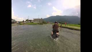 preview picture of video 'How to cross a river wih a motorbike in Nepal'