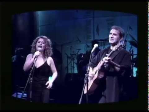 Ελένη Τσαλιγοπούλου και Γιώργος Νταλάρας -  Εσένα δεν σου άξιζε αγάπη - Official Video Clip