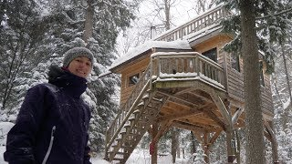 TREEHOUSE-STYLE WINTER CABIN ON STILTS DURING A SNOWSTORM! (4K) DAY 1