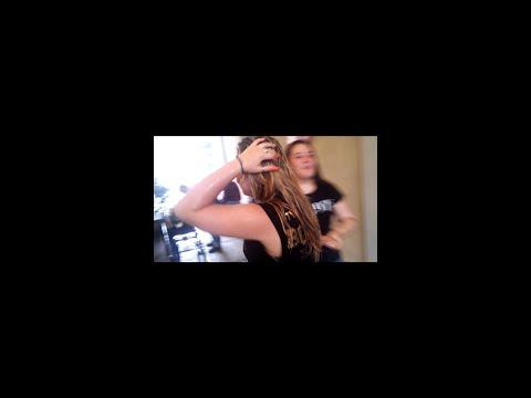Donna che fa massaggio al pene