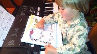 """Haciendo los deberes con Carlos. Cantando con notas """"Caramelo chiquitito"""""""