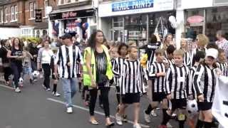preview picture of video 'MOLESEY CARNIVAL PARADE 1st JUNE 2013'