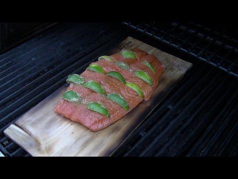 Lachs von der Zedernplanke mit Honig Senf Dill Sauce --- Klaus grillt