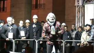 preview picture of video 'Beppe Grillo a Lecce 9-4-2012(versione integrale)amministrative M5stelle'
