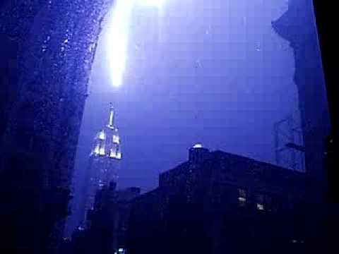 Piorun uderzający w Empire State Building