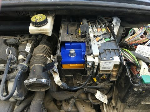Как снять аккумулятор на Пежо 308, 408 и Ситроен, замена АКБ