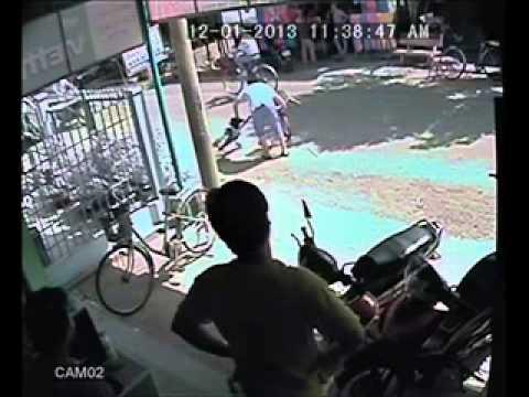 Tai nạn giao thông kinh hoàng trước cửa tiệm Net - Kinh hoàng trên mức qui định luôn