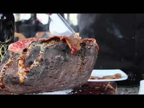 Carne asada sobre piedra Volcanica