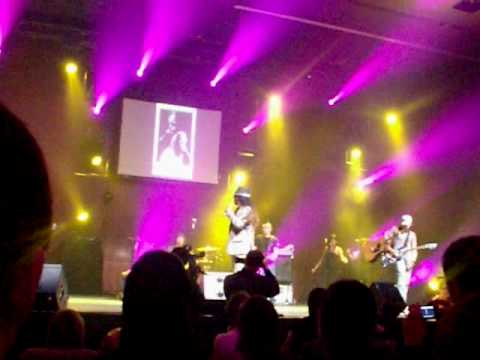 "Shiny Things - performed by Alan Prater at  ""Akon's Hitlab Showcase"""