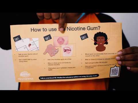 Die Frauen Rauchen aufgebend molodejut