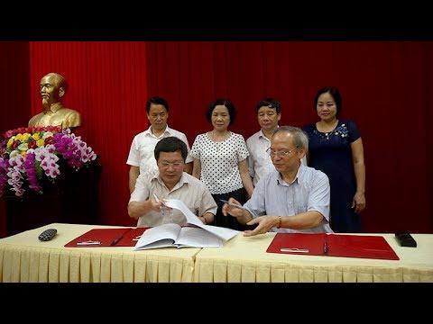 Bàn giao công việc giữa ông Trần Xuân Hưng Nguyên Giám đốc Sở GD ĐT và ông Vương Văn Bằng Giám đốc S