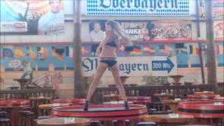 preview picture of video 'Mallorca (Majorca), GOGO Girls im Bierkönig, Playa de Palma'