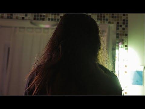 """Rôle dans le clip """"No More"""" du groupe Maysgold"""