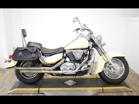 1998 Suzuki Intruder 1500 LC in Wauconda, Illinois - Video 1