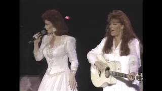 "The Judds (Naomi & Wynonna Judd) - ""Born To Be Blue"" (1990) - MDA Telethon"