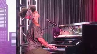 "Alicia Keys Performs ""Hallelujah"" - New Music!"