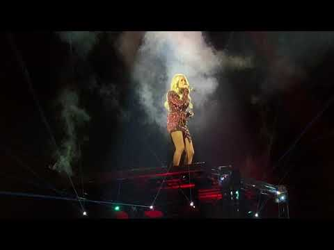 Carrie Underwood performs Southbound (LIVE)